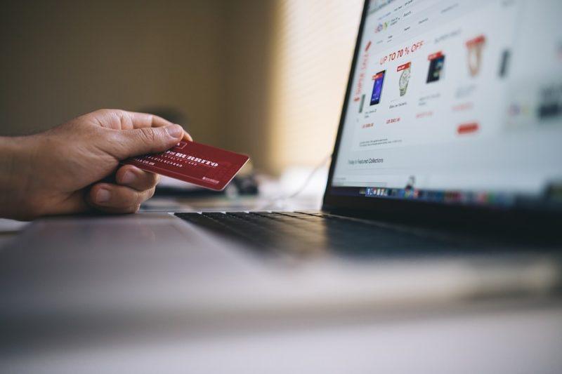 Calculating cashback, assessing airmiles & rating rewards